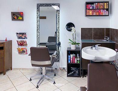 Salon - Eli S Coiffure
