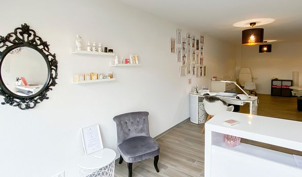 A Beauty Salon, Ursy | Salonkee