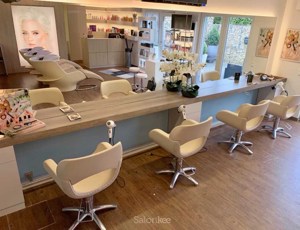 Salon - Le Salon by Evelyne Gianoli