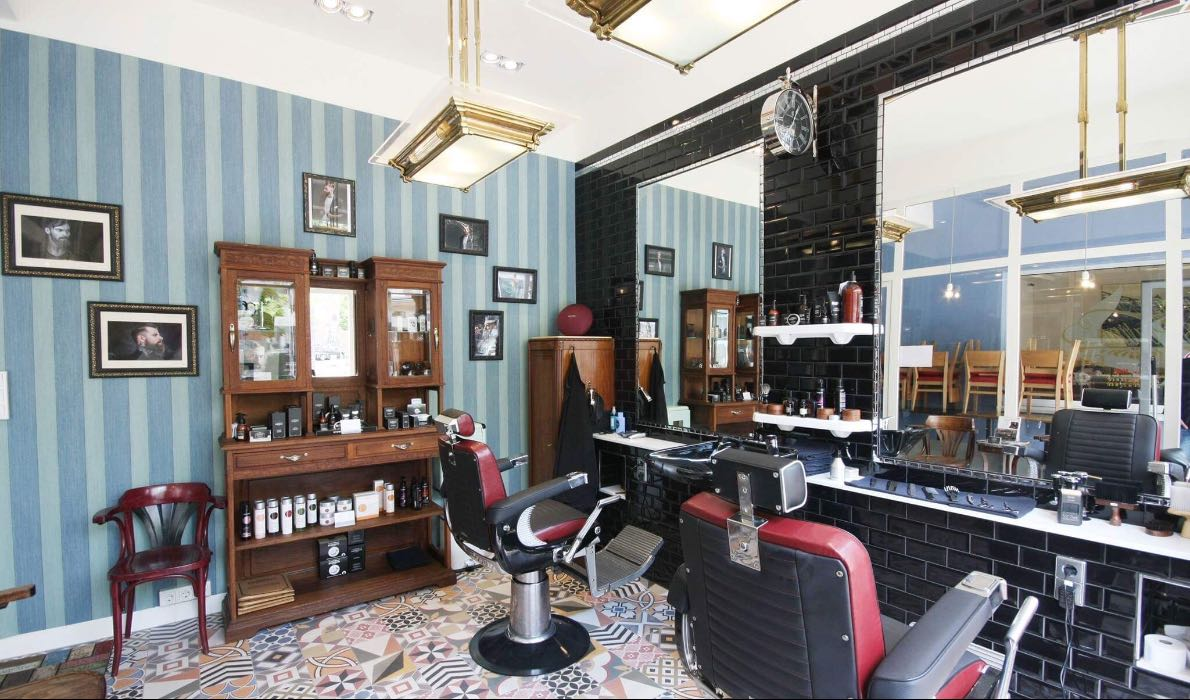 "Barber Station, {""fr"":""Luxembourg""} 