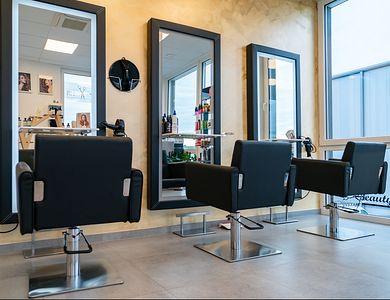 Salon - Beim Anes Bissen